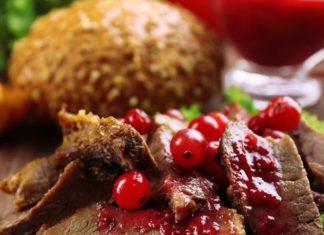 Filet de chevreuil aux airelles et champignons